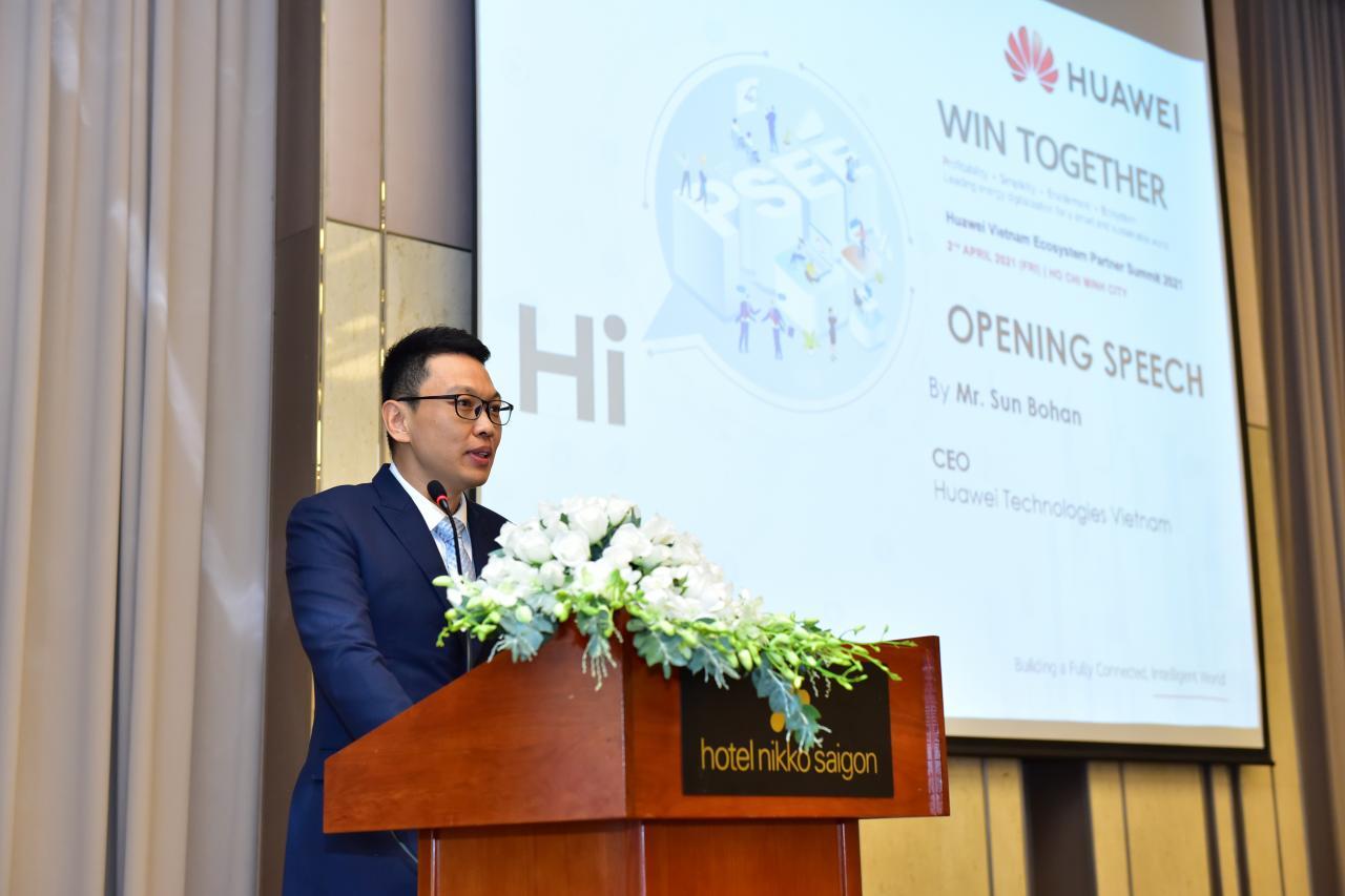 Ông Sun Bohan - CEO Huawei Việt Nam, khẳng định sẽ tăng cường hỗ trợ ngành ICT nước ta trong công cuộc chuyển đổi số.